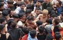 Hàng trăm thanh niên dẫm đạp cướp manh chiếu tại lễ hội Đúc Bụt