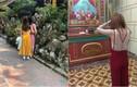 Thiếu nữ gây sốc vì khoe nguyên tấm lưng trần khi đi lễ đầu năm