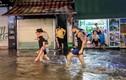 """Bất ngờ mưa giông lớn, CĐM tới tấp khoe ảnh """"Hà Nội phố cũng như sông"""""""