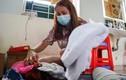 Hai mẹ con từ Hàn Quốc về nhà sau 14 ngày cách ly vì dịch Covid-19