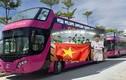 Xem xe buýt mui trần đưa tuyển U23 Việt Nam diễu hành