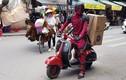 Siêu anh hùng Deadpool cưỡi xe máy Vespa trên phố Hà Nội