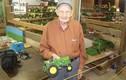 Cụ ông 92 tuổi chế tạo mô hình ôtô, máy nông nghiệp bằng gỗ