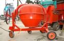 Kinh hoàng trộn đường ăn bằng máy trộn bê tông ở TPHCM
