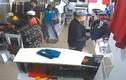 Lật tẩy chiêu trò trộm quần áo tại cửa hàng thời trang