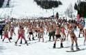 Kỷ lục gần 2.000 người mặc đồ tắm trượt tuyết