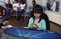Bé gái 3 tuổi xoay Rubik trong 47 giây đáng kinh ngạc