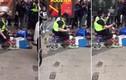 Tìm ra chàng cảnh sát có máu nghệ sĩ nhất thế giới
