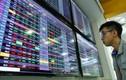 VN-Index tăng gần 7 điểm, cổ phiếu ngân hàng và bán lẻ tạo 'sóng'