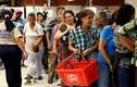 Thảm cảnh xếp hàng chờ mua trong siêu thị ở Venezuela