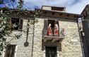 Ngỡ ngàng những ngôi nhà bằng đá chỉ 1 Euro ở Italy