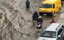 """Máy bơm khủng """"thất thủ"""", đường Nguyễn Hữu Cảnh thành sông sau cơn mưa"""