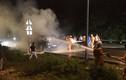 Ô tô bất ngờ bốc cháy ngùn ngụt trên đường dẫn vào hầm Hải Vân