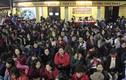 """""""Biển người"""" ngồi tràn ra đường giải hạn chùa Phúc Khánh"""