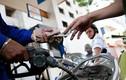 Giá xăng E5 giảm sâu, hạ gần 1.000 đồng/lít từ 15h