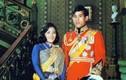 """Quốc vương Thái Lan: Bỏ ái phi, """"trị"""" vợ cũ ngoại tình, từ mặt con trai..."""
