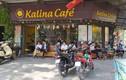 """Bất chấp """"lệnh đóng cửa"""", nhiều quán cà phê ở Hà Nội vẫn tấp nập khách"""
