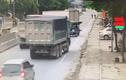 Video: Đánh lái tránh xe ba gác, xe ben mắc kẹt vào cống thoát nước