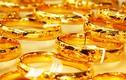 Giá vàng cuối tuần: Vàng lên đỉnh kỷ lục, nhà đầu tư chốt lãi