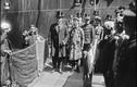 Cảnh người Pháp đón tiếp vua Khải Định năm 1922