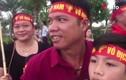 Video: Xe chở đội Olympic Việt Nam đổi lộ trình, hàng nghìn CĐV hụt hẫng