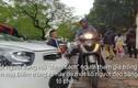 """Video: Đi Văn Miếu xin chữ đầu năm, người dân bị """"chặt chém"""" tiền gửi xe máy"""