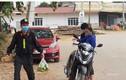 Cảnh sát cơ động trực chốt Sơn Lôi, 3 tuần không về nhà