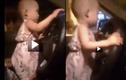 Cho trẻ em cầm vô lăng lái ô tô có thể bị phạt tù