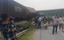 Nghệ An: Cố vượt đường sắt, xe tải bị tàu đâm lật bánh