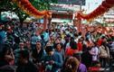 Vật vã dưới cái nóng 34 độ, nghìn người chen chân đến chùa Ngọc Hoàng cúng chư thiên