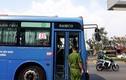 Giang hồ chặn xe buýt đập phá ở Sài Gòn: Công an triệu tập