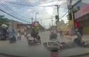 2 tên cướp dùng bình xịt hơi cay tấn công người đi đường