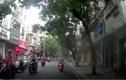Video: Chặn đầu ô tô, người đàn ông dừng xe châm thuốc hút giữa đường