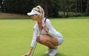 Nữ golfer Lucy Robson sở hữu thân hình bốc lửa, xinh như thiên thần