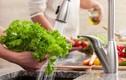 Rửa rau cho thêm 2 thứ này đảm bảo hết thuốc trừ sâu, an toàn