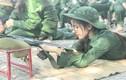 Nữ sinh khoe ảnh tập quân sự, dân mạng đua nhau thả thính ngọt