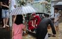 Đám cưới mùa mưa lũ ở Huế, rước dâu bằng mọi phương tiện