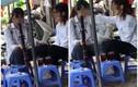 Nữ sinh rít thuốc lào nơi công cộng khiến netizen ngán ngẩm