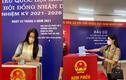 Hội gái xinh Việt nô nức rủ nhau đi bầu cử từ sáng sớm