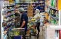 Người dân xếp hàng trật tự vào siêu thị ở TP.HCM