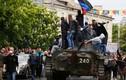 Diến biến qua ảnh QĐ Ukraine tấn công trụ sở cảnh sát Mariupol