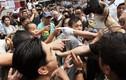 Cảnh người dân ẩu đả với phe biểu tình Hồng Kông