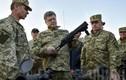 Cận cảnh chuyến thị sát quân đội của Tổng thống Ukraine