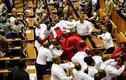 Chùm ảnh các chính trị gia đánh lộn giữa nghị trường
