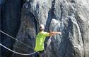 Video: Thót tim màn đi trên dây ở độ cao 457m
