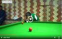 Video: Người đàn ông gây sửng sốt khi chơi bi-a bằng cằm