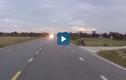 Video : Thiếu quan sát, người phụ nữ đi xe điện suýt bị ôtô đâm