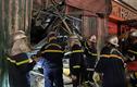Hà Nội: Sập giàn giáo trong đêm, cảnh sát cứu người bị kẹt giữa đống đổ nát