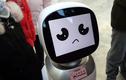 """Đang khẩu chiến, robot hoang mang vì sợ bị bà lão """"đụng tay chân"""""""