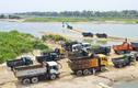 Hàng trăm xe tải xếp hàng chờ mua cát trên sông Trà Khúc